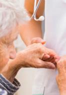 Osteoporosi nell'anziano: sintomi e prevenzione