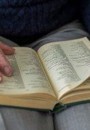 Alzheimer: leggere può aiutare gli anziani a mantenere la mente attiva
