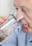 Idratazione nell'anziano: quando, quanto e come devono bere gli anziani