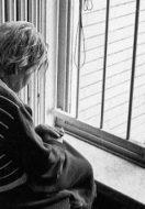 La solitudine degli anziani con demenza: come gestirla